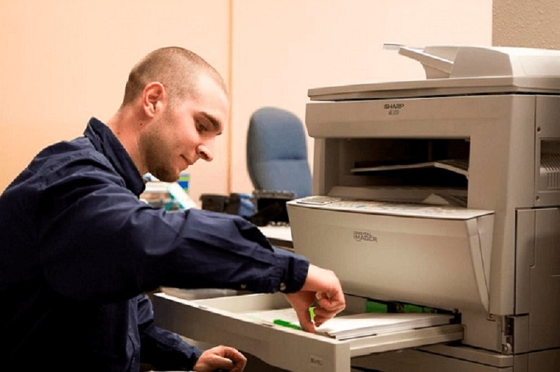 Kiểm tra khay giấy và giấy in