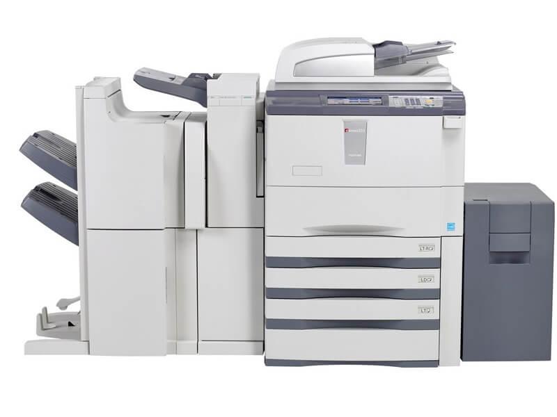 Kiểm tra chất lượng bản in và số lượng bản in máy đã thực hiện