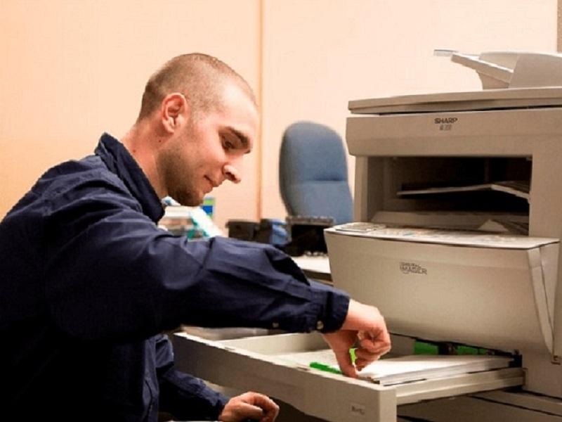 Máy photocopy bị các vật nhỏ rơi vào