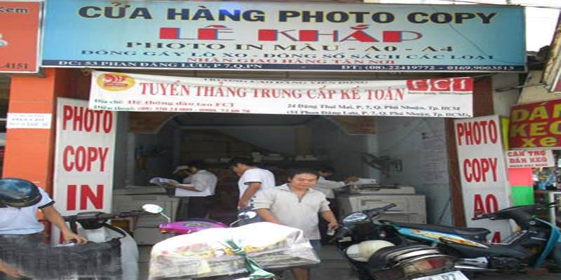 Khách hàng thường chờ đợi hàng tiếng đồng hồ tại các tiệm photocopy