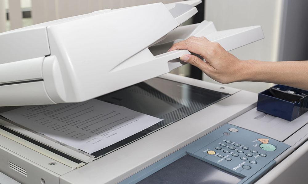 Bước 2: Đặt tài liệu cần photocopy vào máy